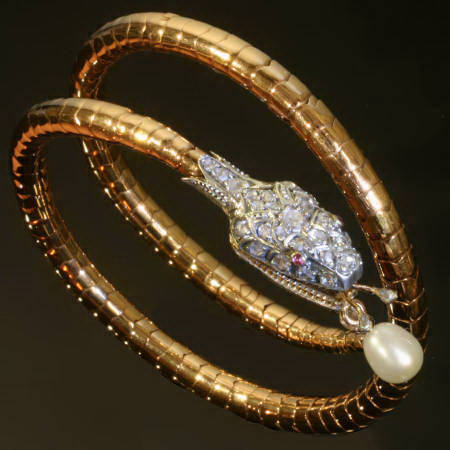 Impressive flexible snake bracelet with rose cut diamond and big pearl