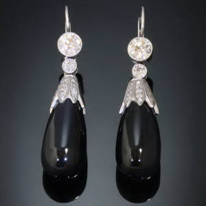 Antique earrings between €1500 and €5000