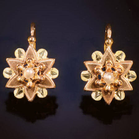 Antique earrings under €500