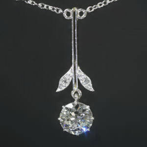 Antique pendants between €1500 and €5000
