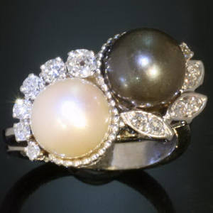 Antique rings between €500 and €1500