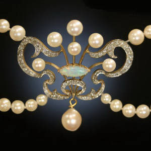 Art Nouveau necklace with old mine cut diamonds, pearls and an opal