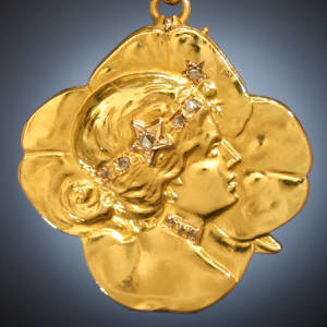 Locket typical Art Nouveau female head