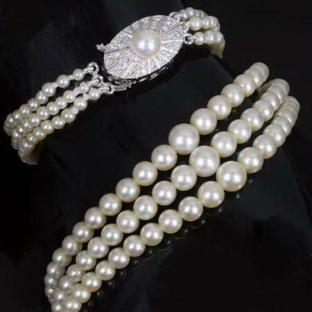 Art Deco 3-string pearl necklace with diamond closure