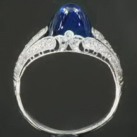 Most elegant Art Deco engagement ring with diamonds and pain du sucre sapphire