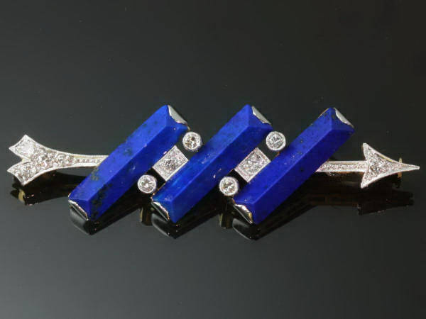 Diamond arrow brooch perforating three solid bars of lapis lazuli