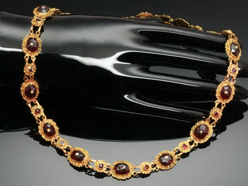 Dutch 18th Century Amsterdam so-called bootjesketting gold necklace with garnets from the antique jewelry collection of Adin Antique Jewelry, Antwerp, Belgium