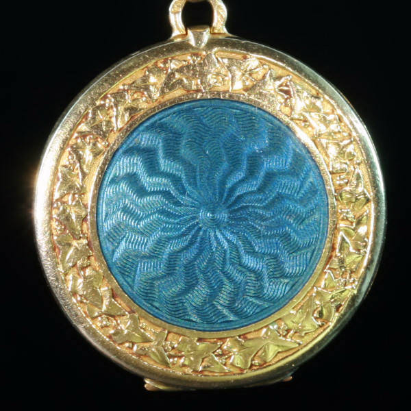 Antique jewelry with the color blue up to $2,500