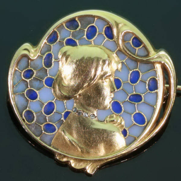 Antique jewelry with the color blue up to $7,500