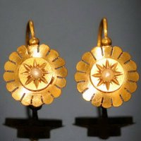 Antique jewelry French Victorian gold earring from the antique jewelry collection of www.adin.be