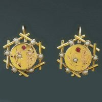 Decorative gold Victorian earrings from the antique jewelry collection of www.adin.be