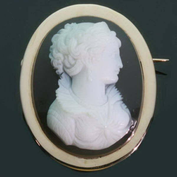 French Victorian hard stone cameo brooch pendant from the antique jewelry collection of www.adin.be