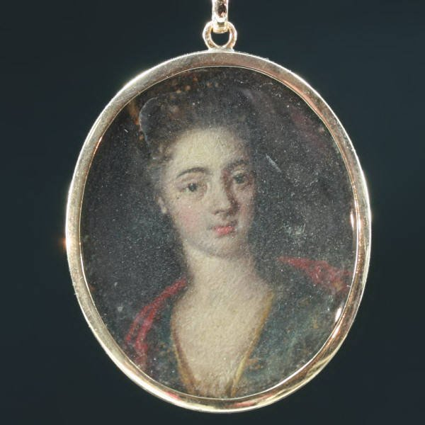 Georgian painted miniature in red gold pendant from the antique jewelry collection of www.adin.be