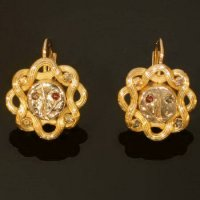 Interesting gold Victorian earrings from the antique jewelry collection of www.adin.be