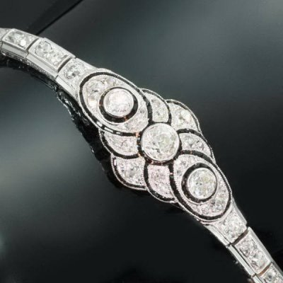 Art Deco diamond platinum flexible bracelet from the forties from the antique jewelry collection of www.adin.be