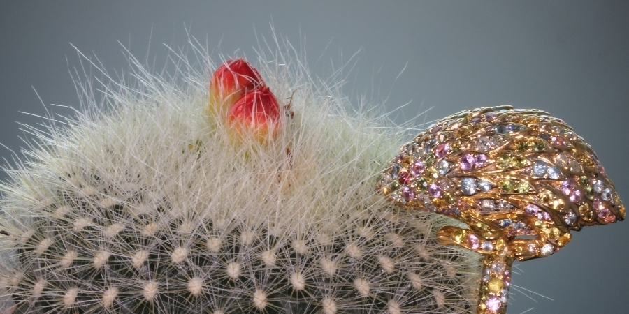 Gold estate ring, bejeweled hedgehog set with diamonds and multi colored semi precious stones from the antique jewelry collection of www.adin.be