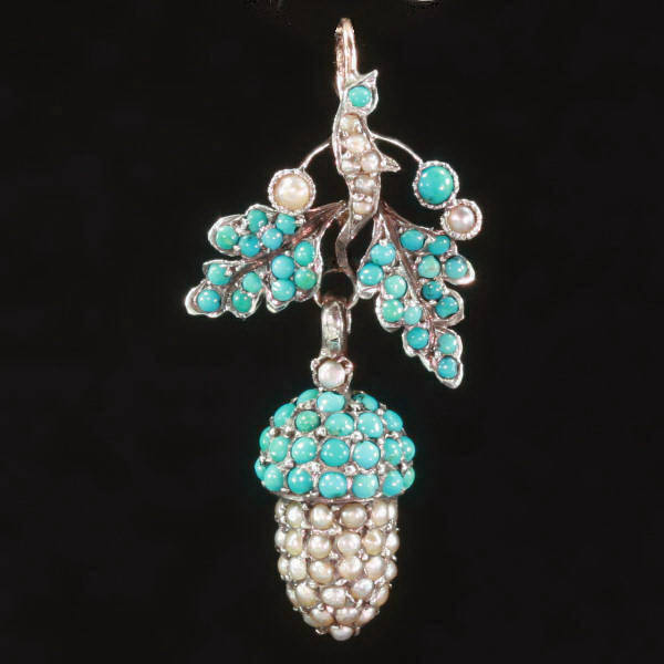 antique-and-estate-pendants-with-blue