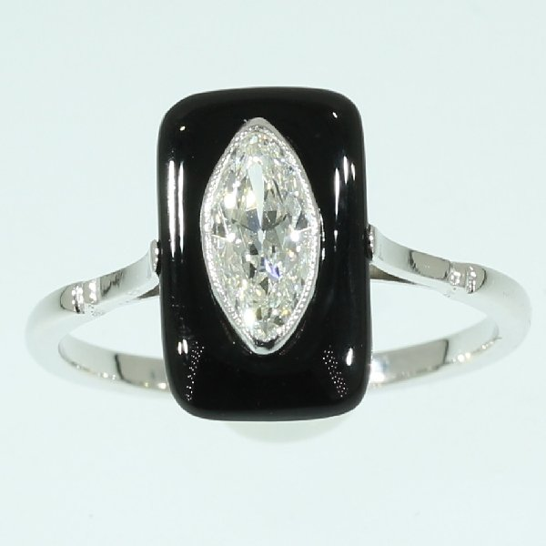 antique-and-estate-rings-with-black
