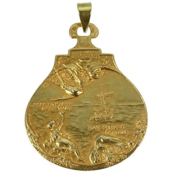 Super romantic French gold vintage pendant