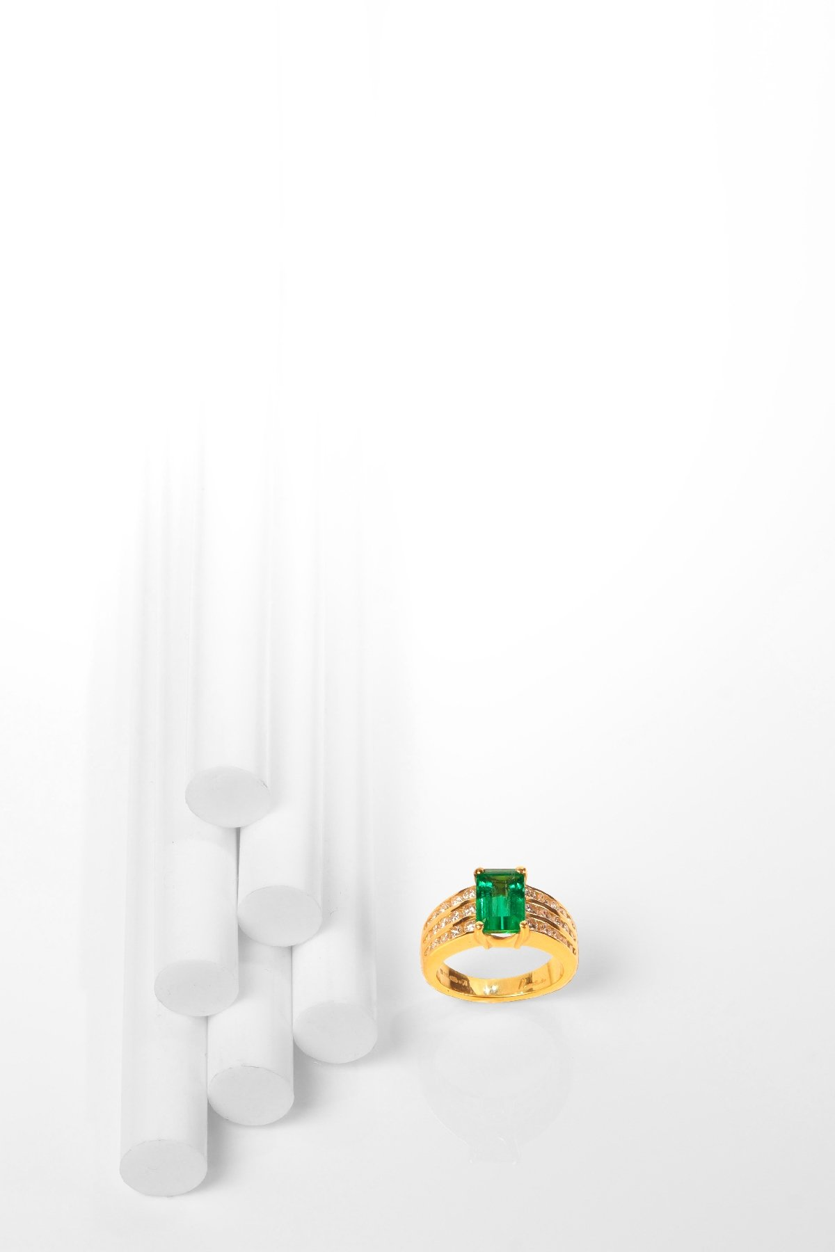 Click the picture to get to see this Vintage Kutchinsky 2.33 Carat Natural Emerald & Diamond 18 Karat Yellow Gold Ring.
