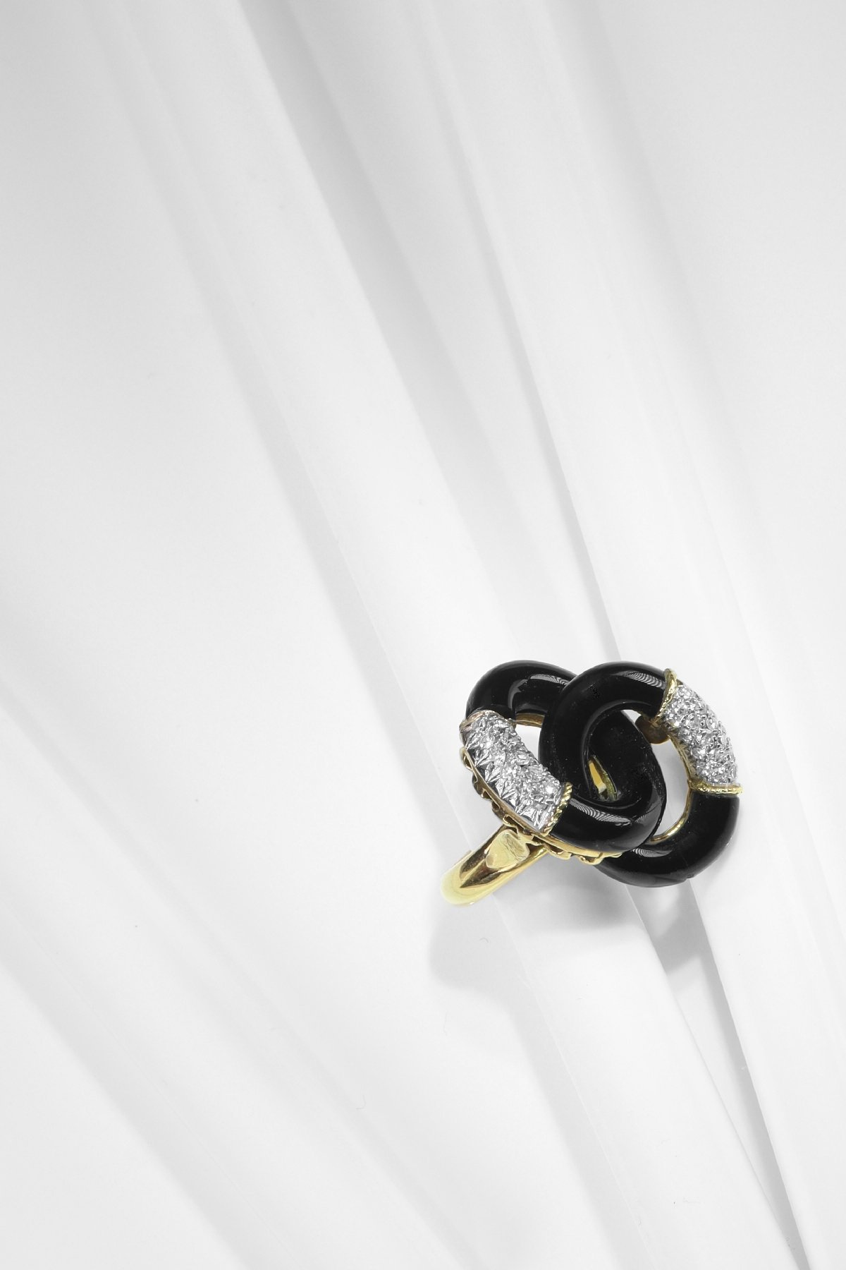 Click the picture to get to see this Vintage Seventies ring with onyx and diamonds.