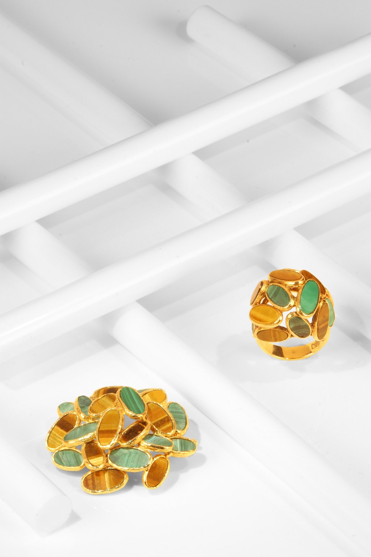 Click the picture to get to see this Vintage Sixties Pop Art ring and brooche set with malachite and tiger eye.