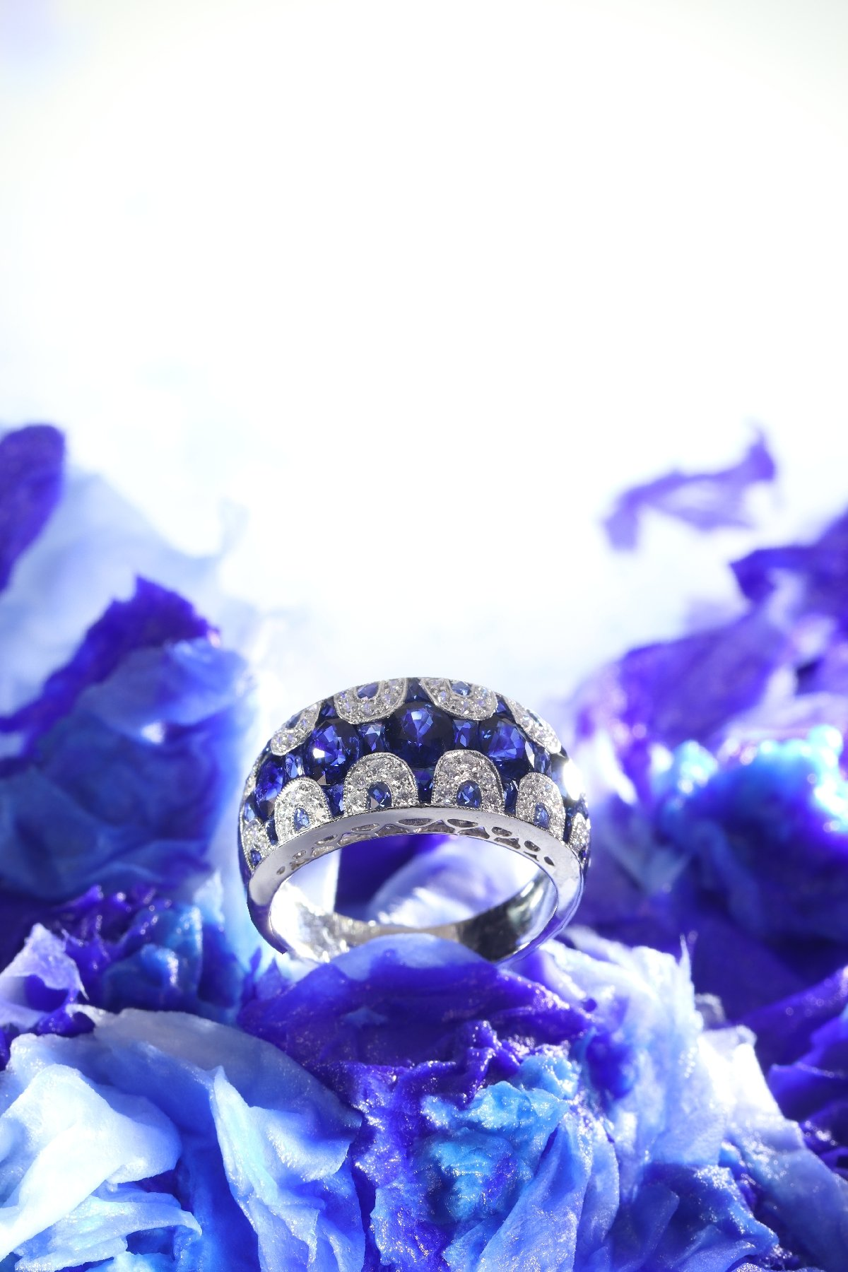 Click the picture to get to see this high quality Vintage ring with diamonds and sapphires - great model!